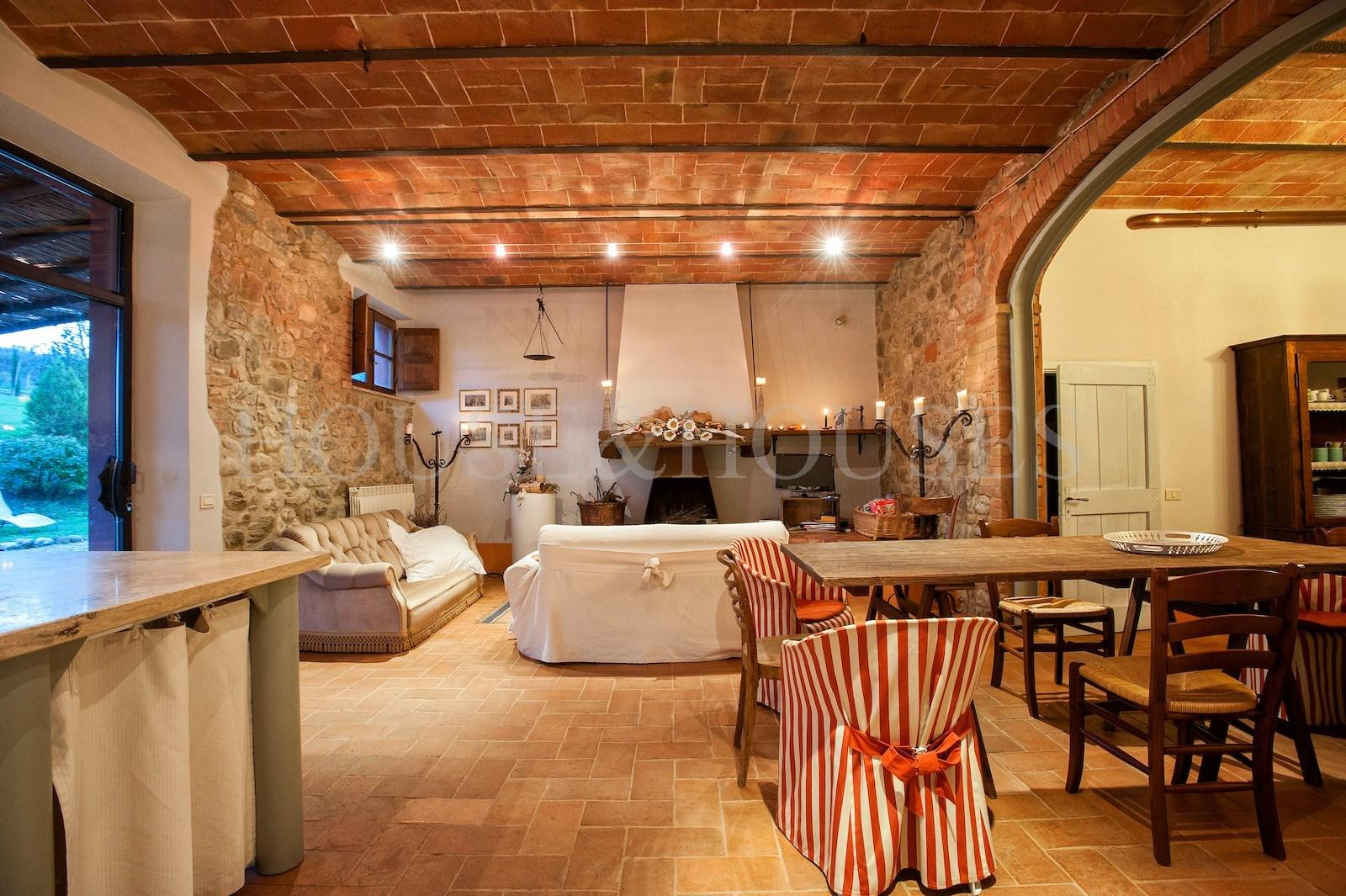 Toscana siena castiglione d 39 orcia casale con piscina in for Case con grandi cucine in vendita