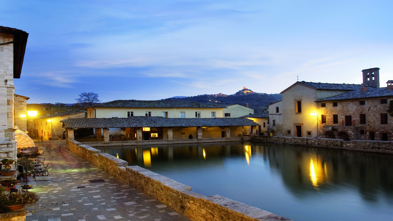 http://www.house-and-houses-tuscany.com/bella-casa/wp-content/uploads/sites/2/2013/12/bagno-vignoni-31.jpg